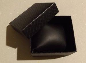 Uhrenbox Karton Schwarz 7,5x8,5 cm mit Muster