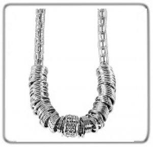 Halsketten aus Metall